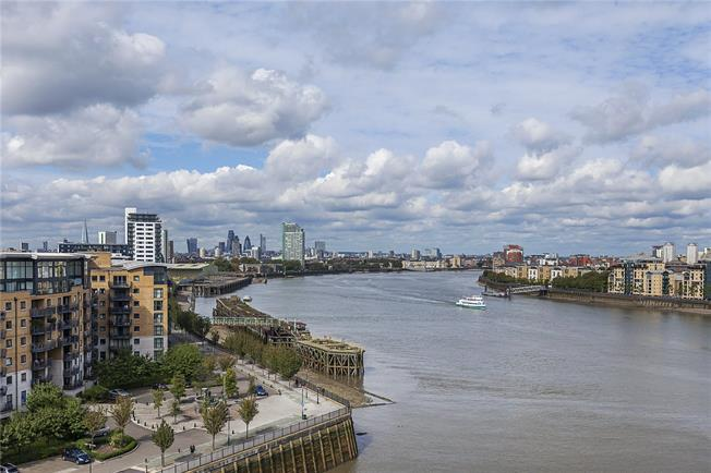 Asking Price £595,000, 2 Bedroom Flat For Sale in London, SE10