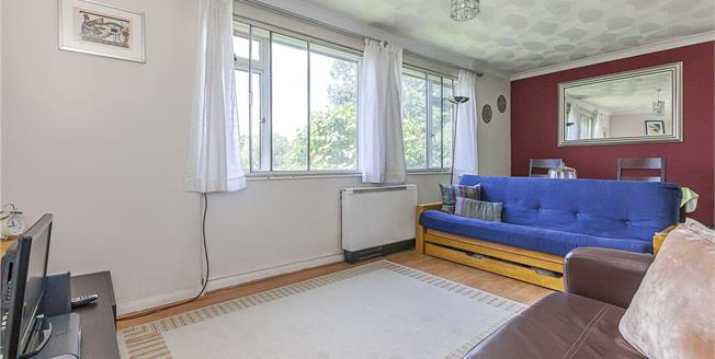 Asking Price £325,000, 2 Bedroom Flat For Sale in London, SE10