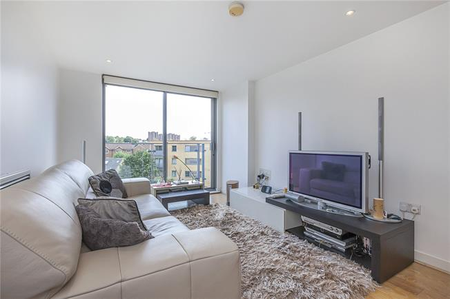 Asking Price £430,000, 2 Bedroom Flat For Sale in London, SE10