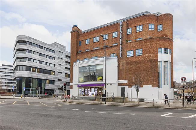 Asking Price £750,000, 3 Bedroom Flat For Sale in London, SE10