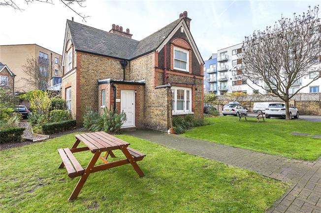 Offers in excess of £700,000, 3 Bedroom Detached House For Sale in London, SE10