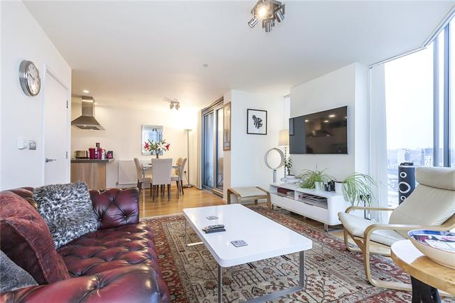 Asking Price £575,000, 2 Bedroom Flat For Sale in London, SE8