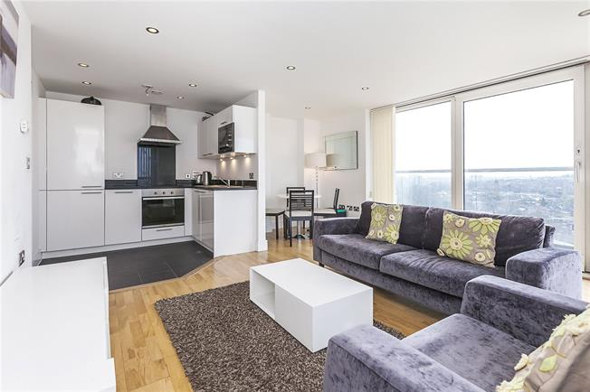 Asking Price £475,000, 2 Bedroom Flat For Sale in London, SE8