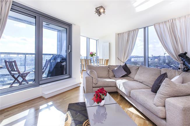 Asking Price £535,000, 2 Bedroom Flat For Sale in London, SE8