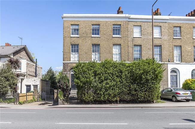 Asking Price £450,000, 2 Bedroom Flat For Sale in London, SE10