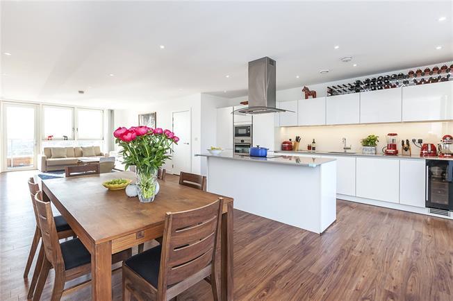 Asking Price £1,125,000, 3 Bedroom Flat For Sale in London, SE10