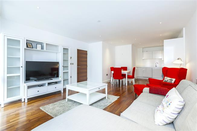 Asking Price £625,000, 3 Bedroom Flat For Sale in London, SE10