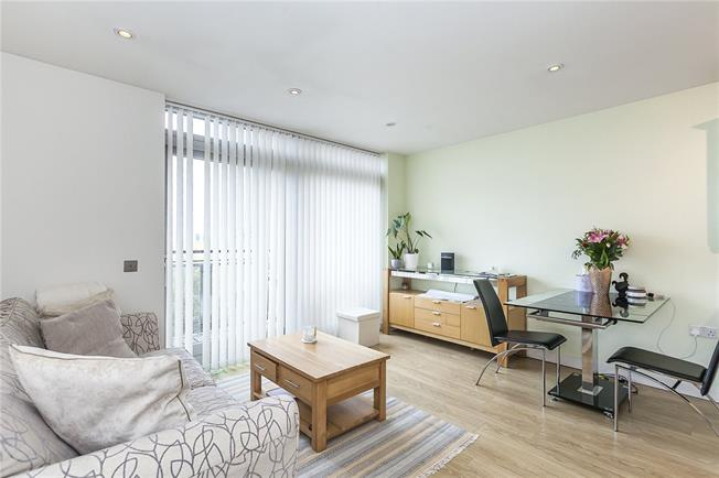 Asking Price £340,000, 1 Bedroom Flat For Sale in London, SE10
