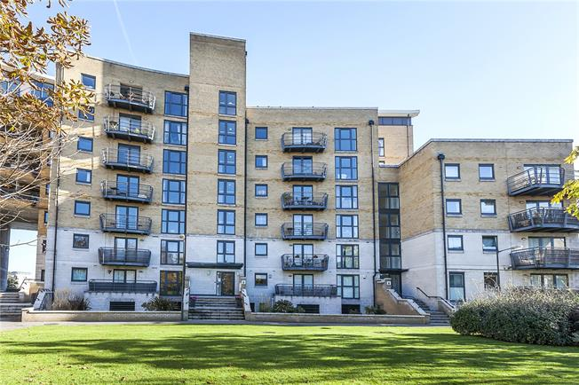 Asking Price £750,000, 3 Bedroom Flat For Sale in London, SE8