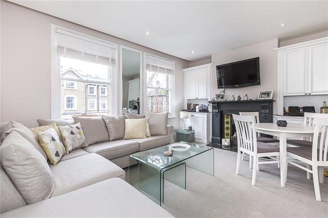 Asking Price £750,000, 3 Bedroom Flat For Sale in London, SE10
