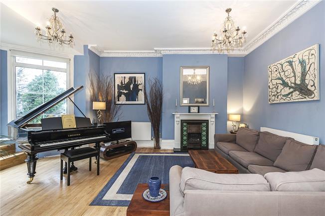 Asking Price £900,000, 3 Bedroom Flat For Sale in London, SE10