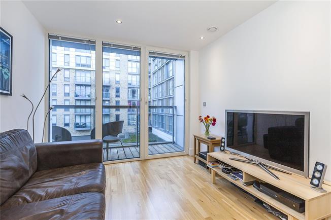 Asking Price £340,000, 1 Bedroom Flat For Sale in London, SE10