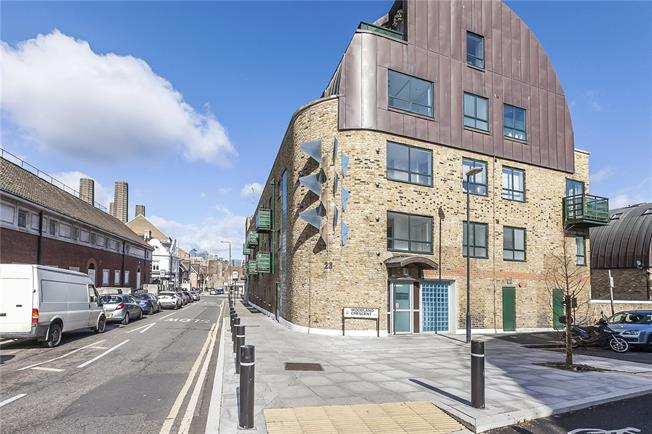 Asking Price £500,000, 2 Bedroom Flat For Sale in London, SE10