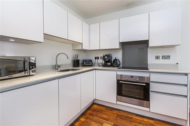 Asking Price £485,000, 2 Bedroom Flat For Sale in London, SE10