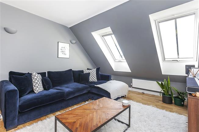 Offers in the region of £500,000, 2 Bedroom Flat For Sale in London, SE10