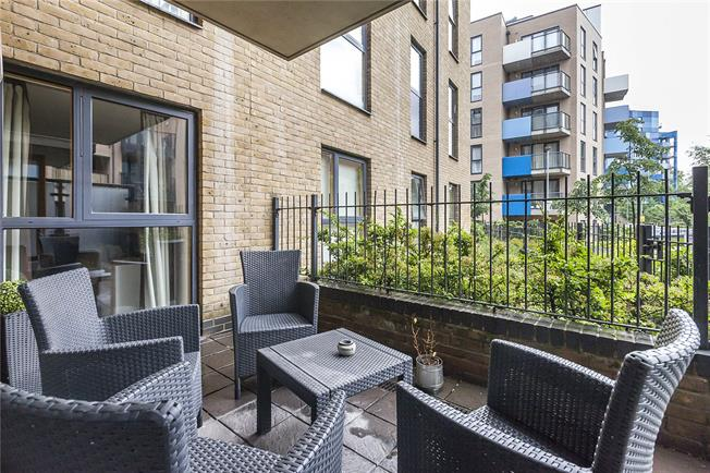 Offers in excess of £350,000, 1 Bedroom Flat For Sale in London, SE10