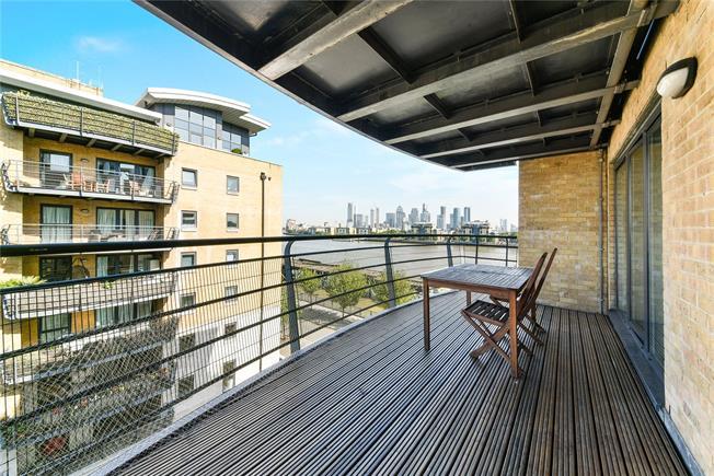 Guide Price £575,000, 2 Bedroom Flat For Sale in London, SE8