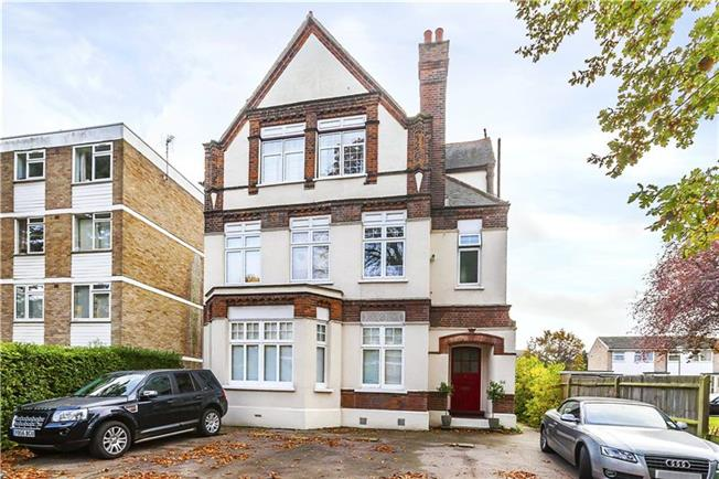 Guide Price £385,000, 3 Bedroom Flat For Sale in London, SE9