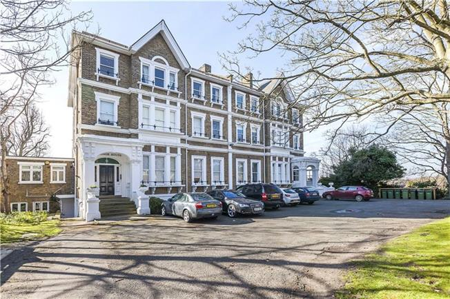 Guide Price £599,999, 2 Bedroom Flat For Sale in London, SE3