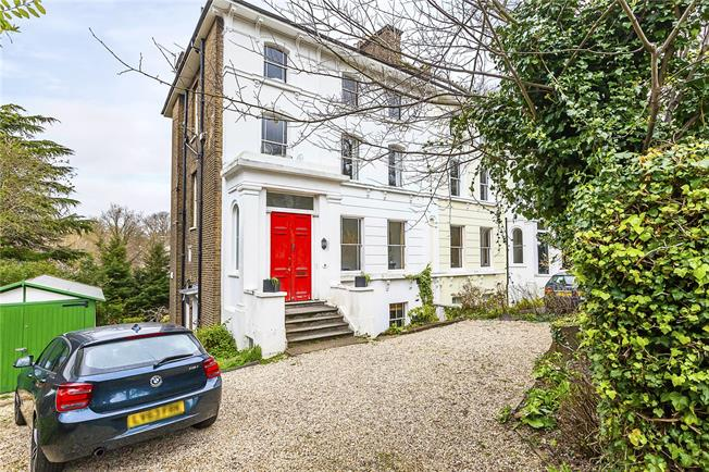 Guide Price £585,000, 2 Bedroom Flat For Sale in London, SE3