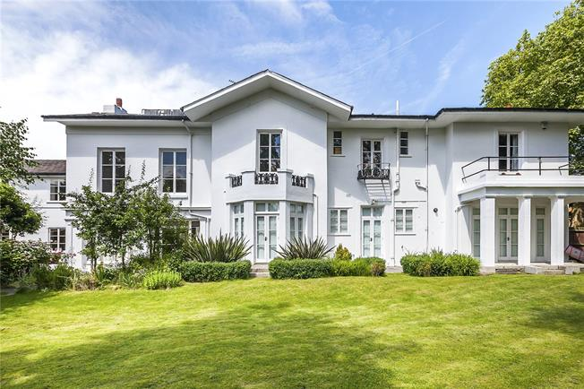 Offers in excess of £500,000, 1 Bedroom Flat For Sale in London, SE3