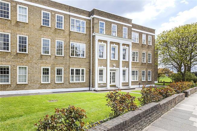 Asking Price £550,000, 2 Bedroom Flat For Sale in London, SE3