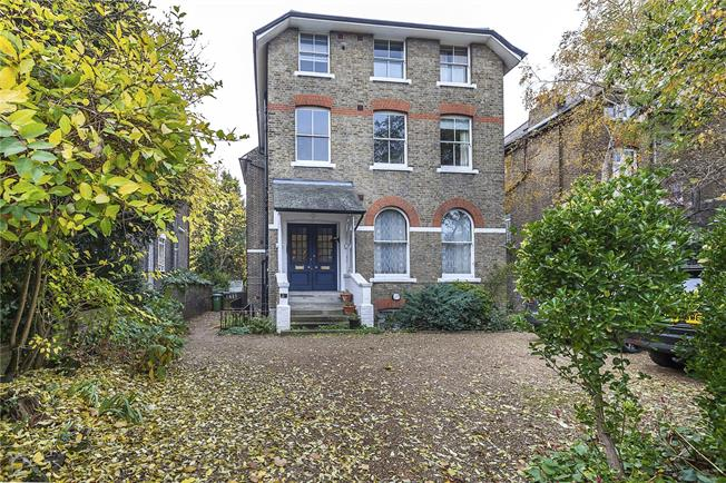 Asking Price £649,950, 2 Bedroom Flat For Sale in London, SE3