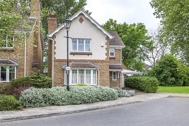 Asking Price £575,000, 3 Bedroom Detached House For Sale in London, SE3