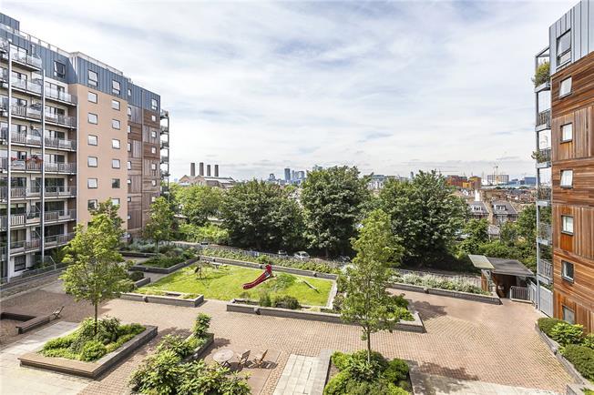 Asking Price £525,000, 2 Bedroom Flat For Sale in London, SE3