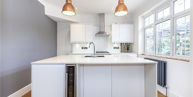 Asking Price £635,000, 2 Bedroom Flat For Sale in London, SE3