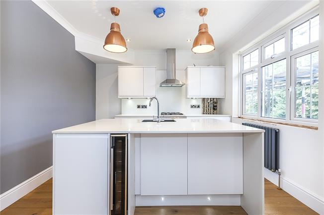 Asking Price £635,000, 2 Bedroom Flat For Sale in London, SE3