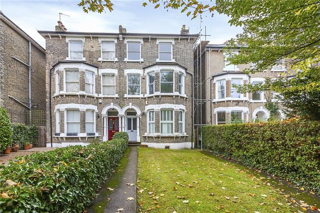Asking Price £530,000, 2 Bedroom Flat For Sale in London, SE3