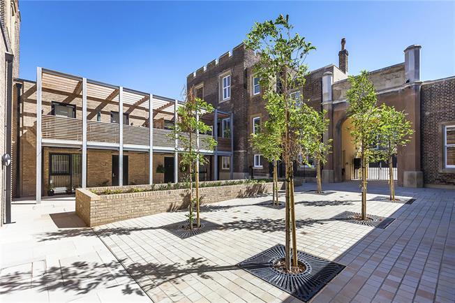 Asking Price £340,000, 1 Bedroom Flat For Sale in London, SE18