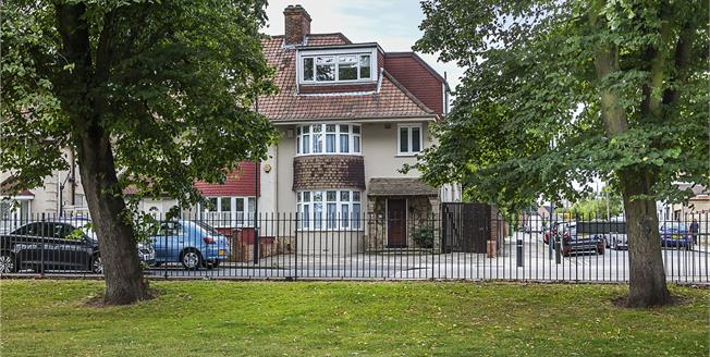 Asking Price £695,000, 4 Bedroom House For Sale in London, SE7