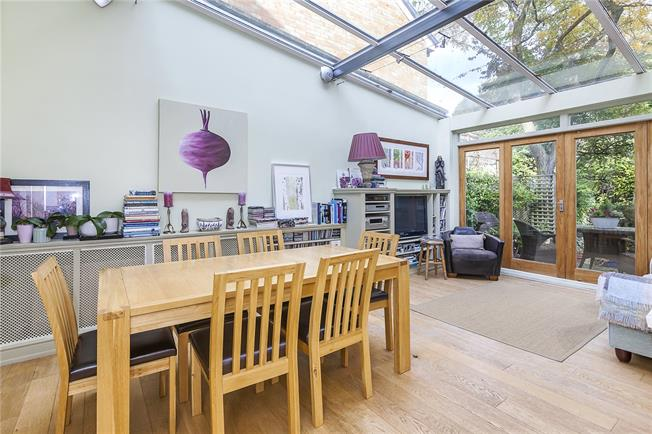 Asking Price £750,000, 3 Bedroom House For Sale in London, SE18