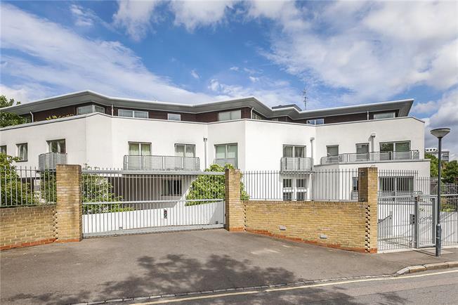 Asking Price £550,000, 2 Bedroom Flat For Sale in London, SE7