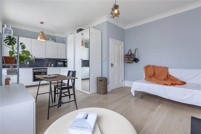 Asking Price £395,000, 1 Bedroom Flat For Sale in London, SE13