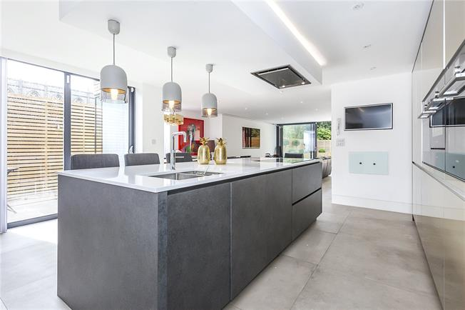 Guide Price £1,650,000, 5 Bedroom Semi Detached House For Sale in London, SE3