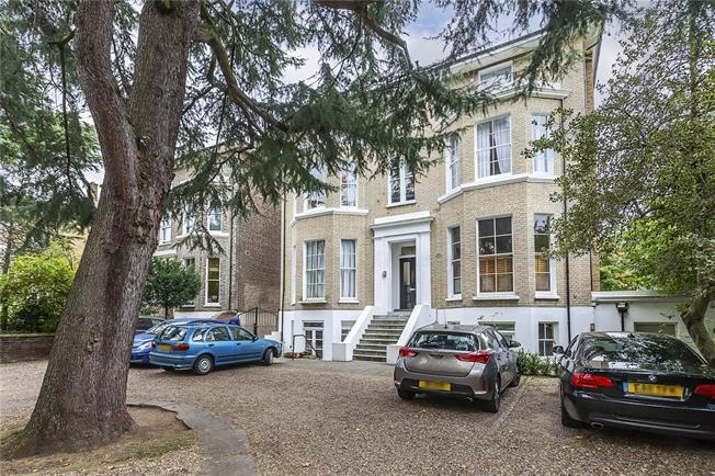 Asking Price £500,000, 2 Bedroom Flat For Sale in London, SE3