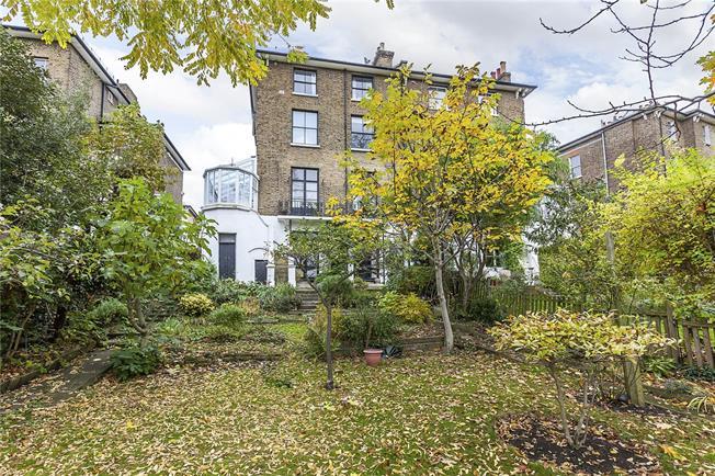 Asking Price £525,000, 2 Bedroom Flat For Sale in London, SE13