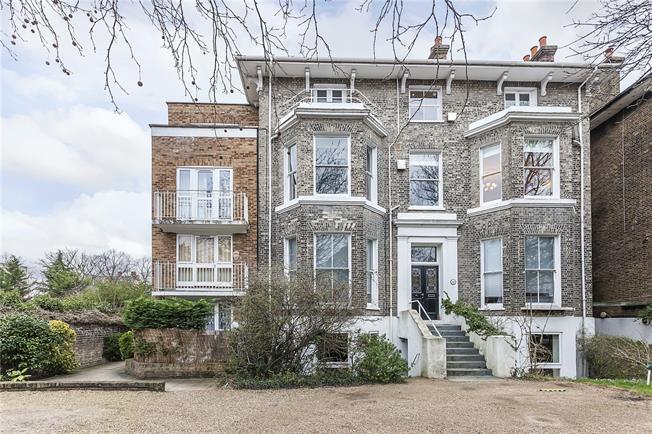 Asking Price £625,000, 2 Bedroom Flat For Sale in London, SE3