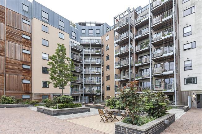 Asking Price £450,000, 2 Bedroom Flat For Sale in London, SE3