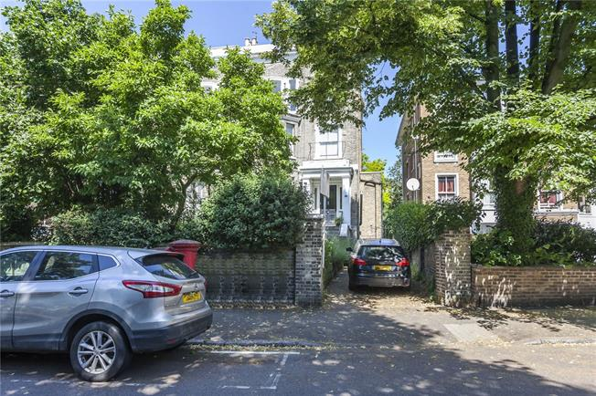 Offers in excess of £475,000, 2 Bedroom Flat For Sale in London, SE13