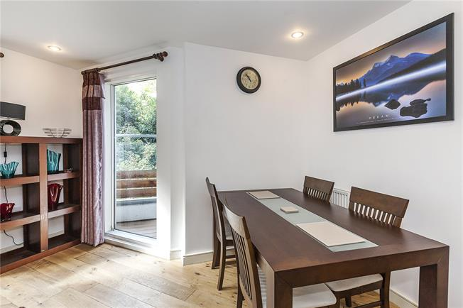 Asking Price £375,000, 1 Bedroom Flat For Sale in London, SE3
