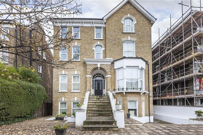 Asking Price £325,000, 1 Bedroom Flat For Sale in London, SE13