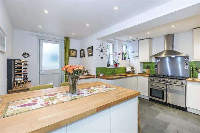 Offers in excess of £600,000, 2 Bedroom Flat For Sale in London, SE3
