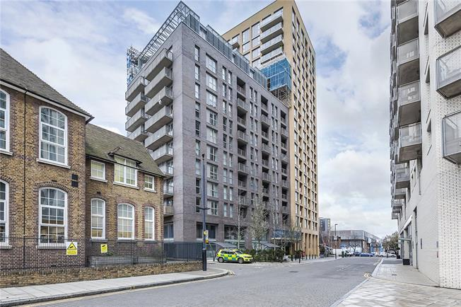 Asking Price £375,000, 1 Bedroom Flat For Sale in London, SE13