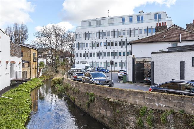 Asking Price £700,000, 2 Bedroom Flat For Sale in London, SE3