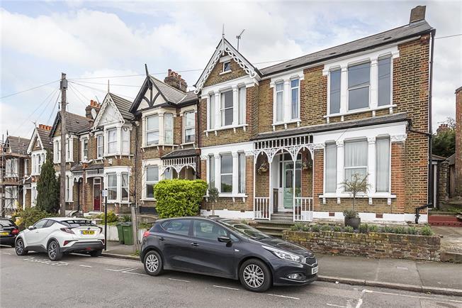 Asking Price £410,000, 2 Bedroom Flat For Sale in London, SE7