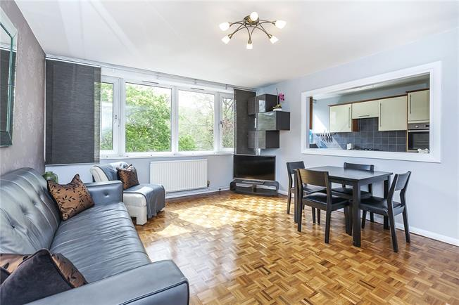 Offers in excess of £475,000, 3 Bedroom Flat For Sale in London, SE3